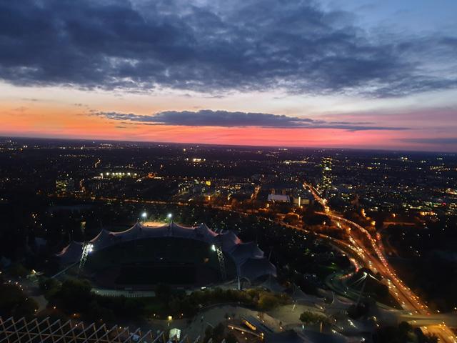 Stadt abends - Das sind die wichtigsten KPI im Onlinemarketing